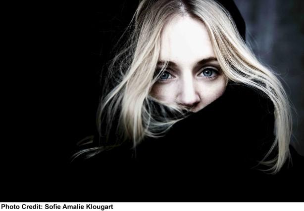 Agnes Obel... (Sofie Amalie Klougart)