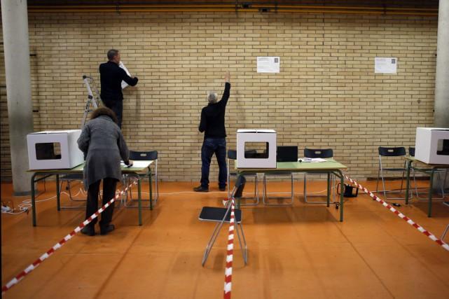Résolus à ce que ce scrutin constitue une... (Photo Albert Gea, AFP)