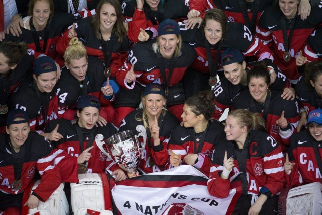 Le Canada a remporté le tournoi de hockey féminin... (PHOTO JONATHAN HAYWARD, PC)