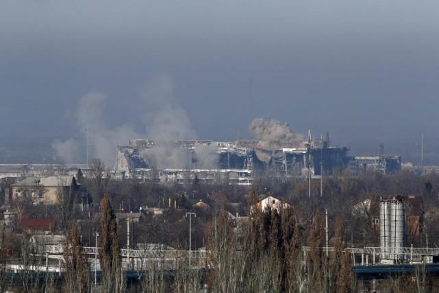 Kiev a fait état de nombreux tirs contre... (PHOTO MAXIM ZMEYEV, REUTERS)