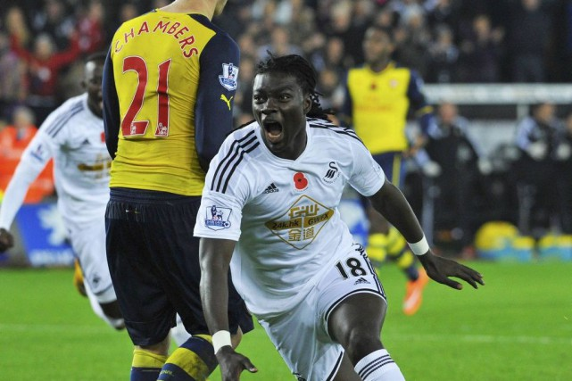 Bafetimbi Gomis a donné la victoire à Swansea.... (PHOTO REBECCA NADEN, REUTERS)