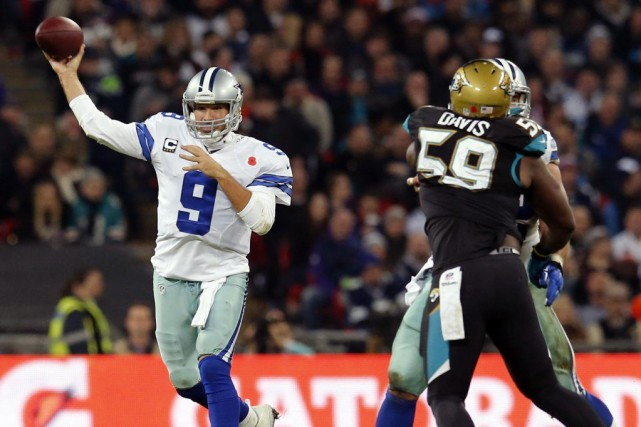 Tony Romo a complété 20 de ses 27 passes... (PHOTO SUZANNE PLUNKETT, REUTERS)