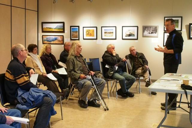 L'ex-éducateur physique Gaston Lavoie a organisé une rencontre... (photo Alain Dion)