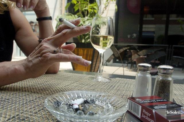 Depuis vendredi, les fumeurs ontariens n'ont plus le... (Photothèque Le Soleil, Erick Labbé)