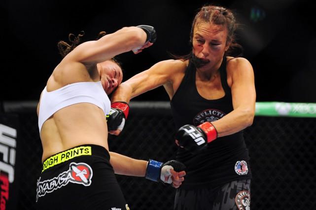 Valérie Létourneau (à droite) a remporté son combat... (Photo Anne-Marie Sorvin, USA Today Sports)