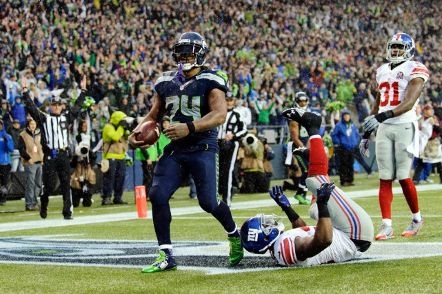 Marshawn Lynch a inscrit quatre touchés dans la... (Photo Steven Bisig, USA Today Sports)