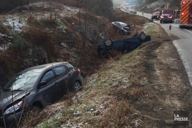 La glace noire fait son apparition sur les routes de l'Outaouais. (COURTOISIE Police de la MRC des Collines)