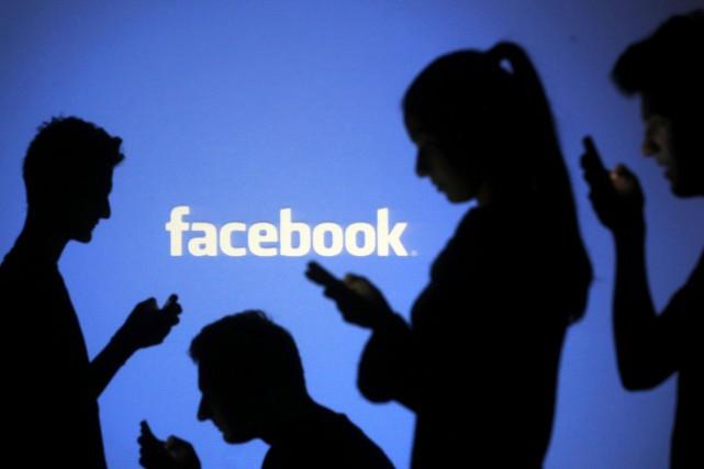 Facebook a annoncé jeudi qu'il allait étendre ses pratiques de ciblage... (Photo DADO RUVIC, Archives Reuters)