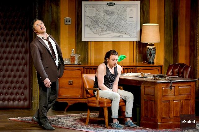 Dans le rôle d'Yves, Benoît McGinnis (assis) prouve... (Le Soleil, Erick Labbé)