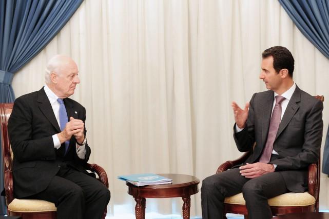 L'envoyé spécial de l'ONU Staffan de Mistura (à... (PHOTO AFP/SANA)