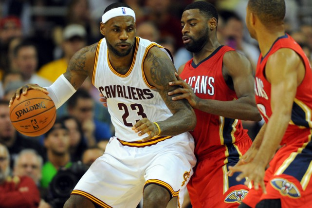 LeBron James (à gauche) a inscrit 32 points... (Photo Ken Blaze, USA Today Sports)