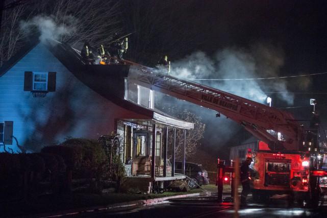 Les pompiers de Beaupré ont combattu l'incendie du... (Collaboration spéciale Steve Jolicoeur)