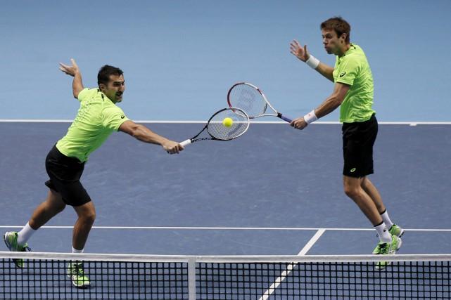 Nenad Zimonjic et Daniel Nestor... (Photo Adrian Dennis, AFP)