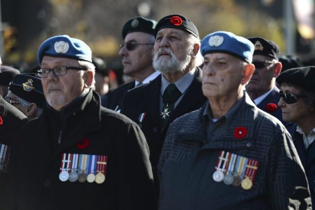 Comme chaque année, de nombreux vétérans sont présents... (PHOTO SEAN KILPATRICK, LA PRESSE CANADIENNE)