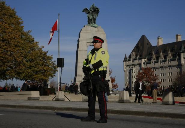 Le Monument commémoratif de guerre à Ottawa est toujours au centre des... (Photo PC)
