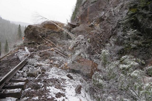 La paroi rocheuse où est survenu le déraillement... (Photo fournie par le BST)