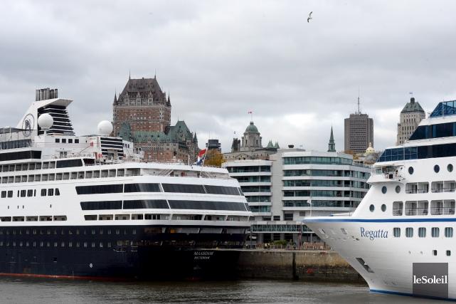 Bateaux de croisière amarrés au port de Québec... (Photothèque Le Soleil, Erick Labbé)