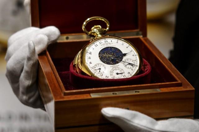 La montre était convoitée par cinq enchérisseurs dans... (PHOTO FABRICE COFFRINI, AFP)