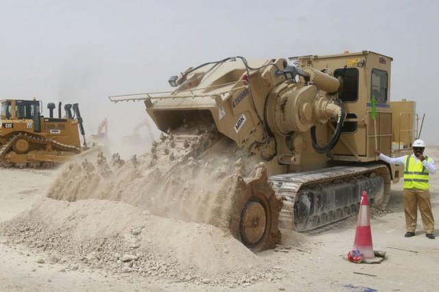 Les travailleurs immigrants doivent être parrainés par leurs... (Archives AFP)