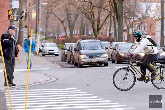 De façon générale, cyclistes et piétons se comportent... (Photothèque Le Soleil, Erick Labbé)