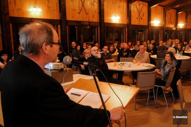 Le maire de Bécancour, Jean-Guy Dubois, s'adressant à... (Photo: François Gervais Le Nouvelliste)