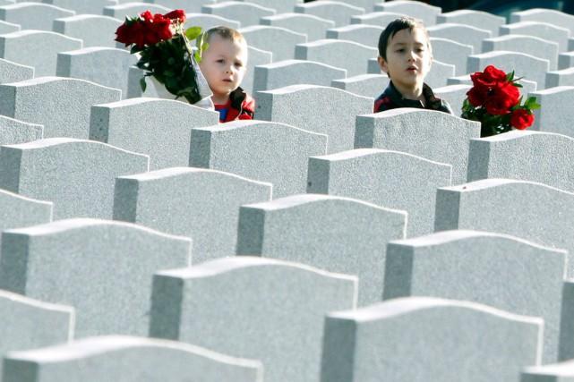 Une cérémonie solennelle du jour du Souvenir a... (La Presse Canadienne)
