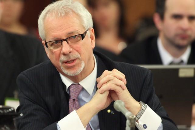 Pierre Marc Johnson met aussi ses connaissances à... (PHOTO FRANCIS VACHON, ARCHIVES LA PRESSE CANADIENNE)