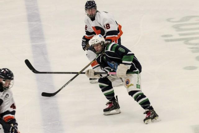 Maxym Blanchard (8) connaît une excellente saison avec... (photo Éric Pivin)