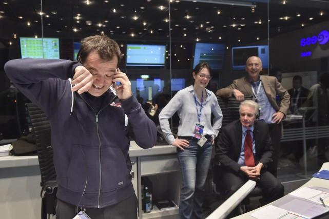 Le directeur de vol de la mission Rosetta,... (AFP, ESA/J.Mai)