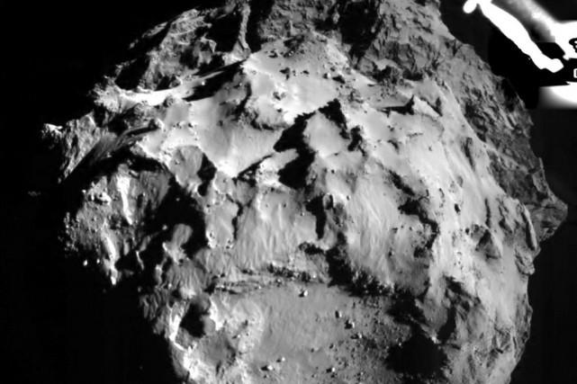 Photo de la surface de la comète.... (PHOTO REUTERS/ESA)