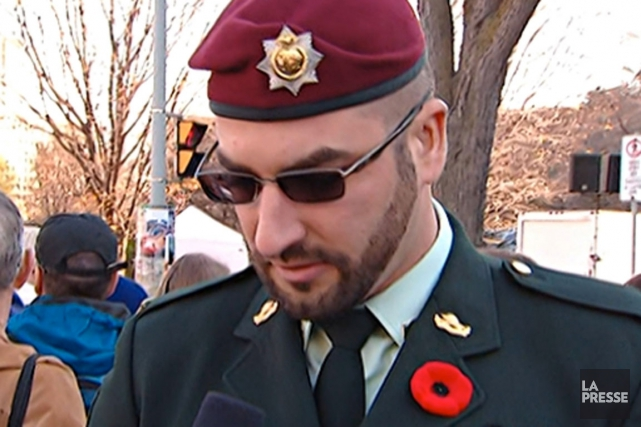 Franck Gervais portait un uniforme militaire semblant tout... (Image tirée de CBC)