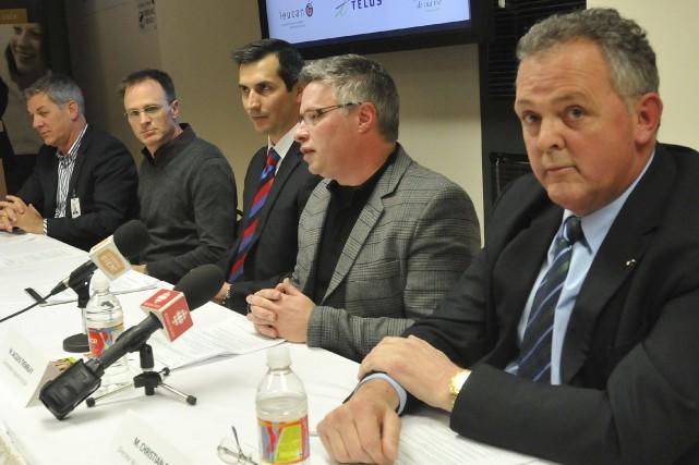 De gauche à droite, Serge Lavoie, chef de... ((Photo Michel Tremblay))