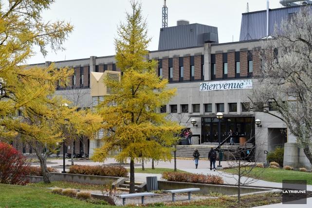 Le couperet est tombé: le Cégep de Sherbrooke devra faire face à une sixième... (Archives La Tribune, Jessica Garneau)