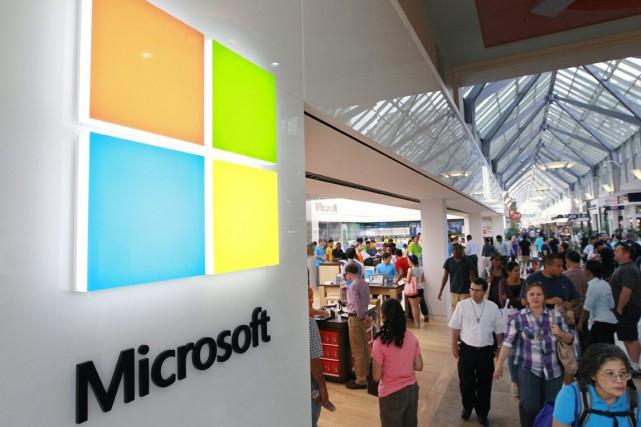 Le groupe informatique américain Microsoft a remplacé jeudi le géant pétrolier... (Photo Archives AP)