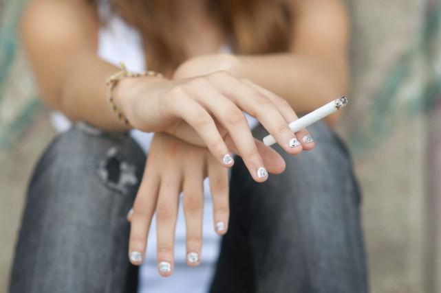 Plus de 20% des adolescents aux États-Unis fument, selon la dernière estimation... (Photo Digital/Thinkstock)