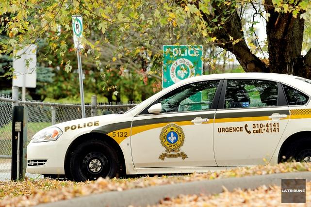 Les policiers de la division des enquêtes régionales de la Sûreté du Québec ont... (Archives La Tribune, Jessica Garneau)