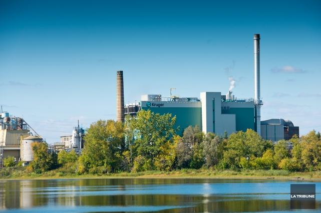 C'est aujourd'hui vendredi que l'une des trois machines à papier de l'usine... (Archives, La Tribune)