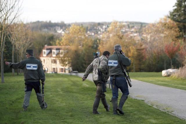 L'animal traqué par des dizaines de militaires et... (PHOTO THIBAULT CAMUS, AP)