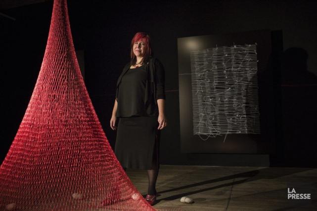 Nadia Myre expose au centre Oboro jusqu'au 13... (PHOTO EDOUARD PLANTE-FRÉCHETTE, LA PRESSE)