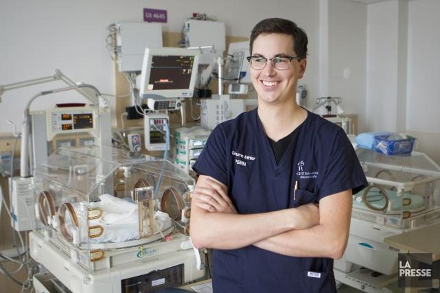 Guillaume Ethier, 29 ans, est infirmier praticien spécialisé... (PHOTO OLIVIER PONTBRIAND, LA PRESSE)