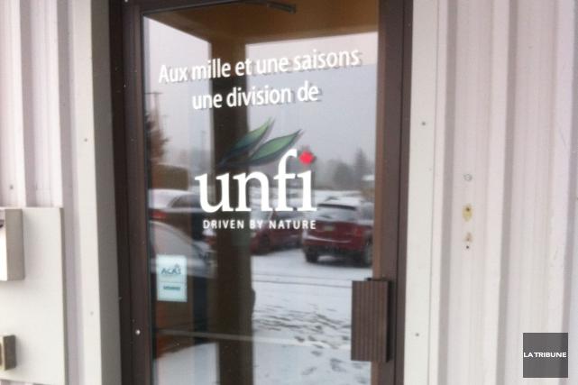 La nouvelle de la fermeture du centre de distribution Aux mille et une saisons... (La Tribune, Christine Bureau)