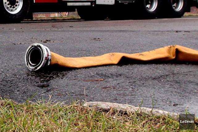 Deux établissements ont été lourdement ravagés par un incendie qui a éclaté en... (Photo Étienne Ranger, archives LeDroit)