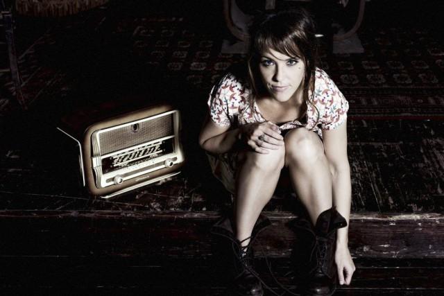 La chanteuse Zaz rend hommage aux charmes de... (Photo Yann Orhan, fournie par Warner Music)