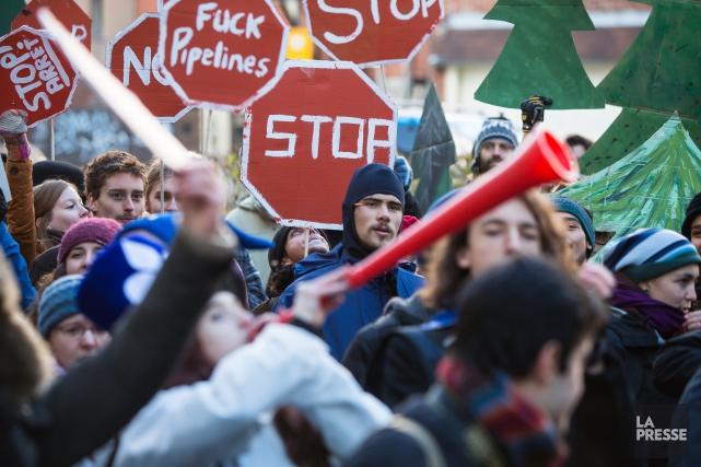 Quelques centaines de personnes ont manifesté, dans les rues du centre-ville de... (Photo Ulysse Lemerise, La Presse)