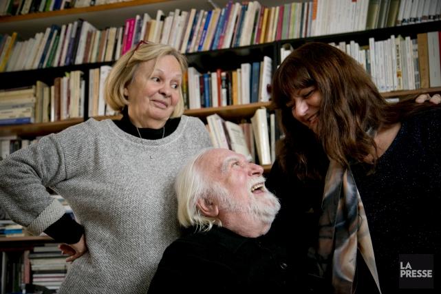 Jacques Languirand entouré de sa femme Nicole Dumais... (La Presse, David Boily)