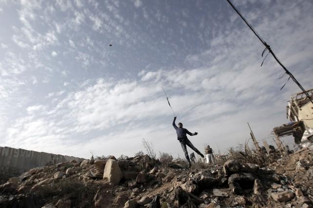 Des affrontements ont opposé samedi soir des Palestiniens à des policiers... (Photo ABBAS MOMANI, AFP)