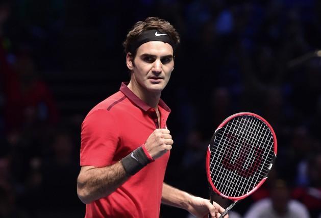 Roger Federer a sauvé quatre balles de match, samedi, afin de s'assurer que le... (Photo TOBY MELVILLE, Reuters)