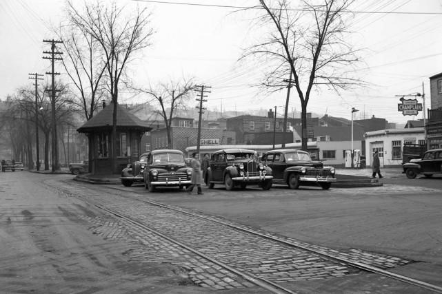 La station de taxis à l'angle Saint-Vallier et... (Photo archives de la Ville de Québec (numéro de négatif N002400))