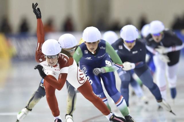 IvanieBlondin (à l'avant) a gagné sa première médaille... (PHOTO KAZUHIRO NOGI, AFP)