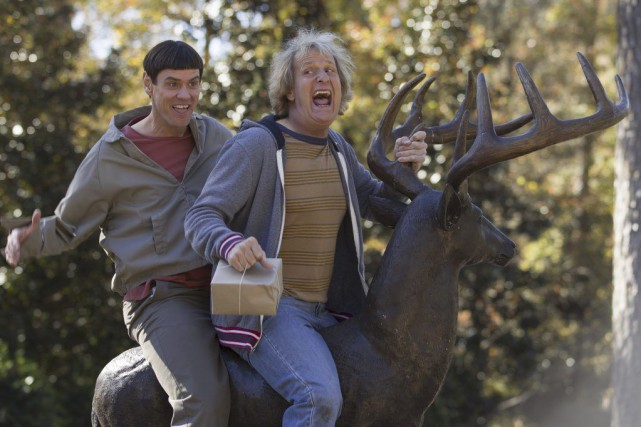 Jim Carrey et Jeff Daniels dans Dumb and Dumber... (PHOTO FOURNIE PAR UNIVERSAL)